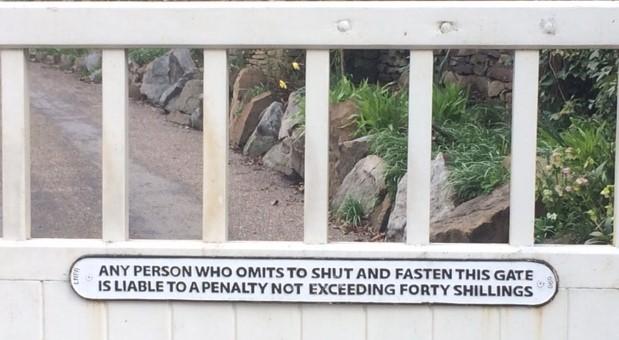 20190406 Sign on Ladybower Lodge gate