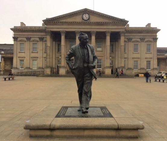20190407 Harold Wilson's statue at Huddersfield Station