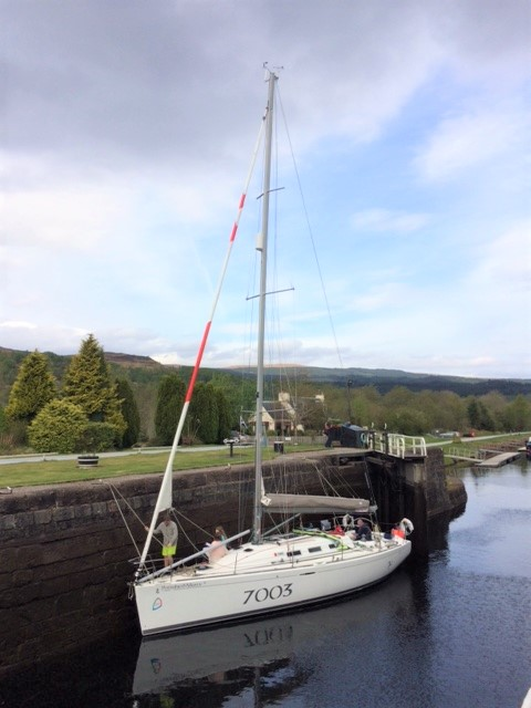20190430 Yacht in Cullochy Lock